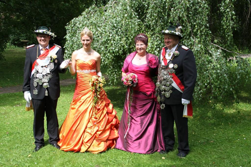 Karsten Haarhoff mit seiner Königin und Franz-Heinrich Bußmann mit seiner Kaiserin
