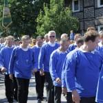 Blaukittel während der Parade